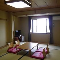 *【和室】明るい日の差すお部屋で、手足を伸ばしてごゆっくりとお過ごし下さい。