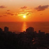 きれいでしょ!日本海に沈む夕日っ♪一度は、見てほしい!です^^