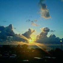 雲があってもきれいでしょ♪夕日です!