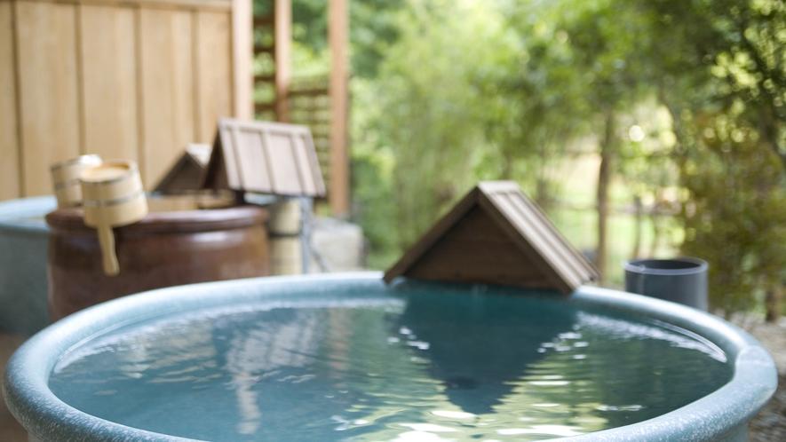 森の湯「陶器露天風呂」※源泉100%掛け流し。温泉本来の泉質を存分にご満喫ください