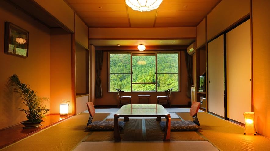 月かんむり12畳 ※山々の景色が自慢のお部屋でリピーター様に人気のお部屋です