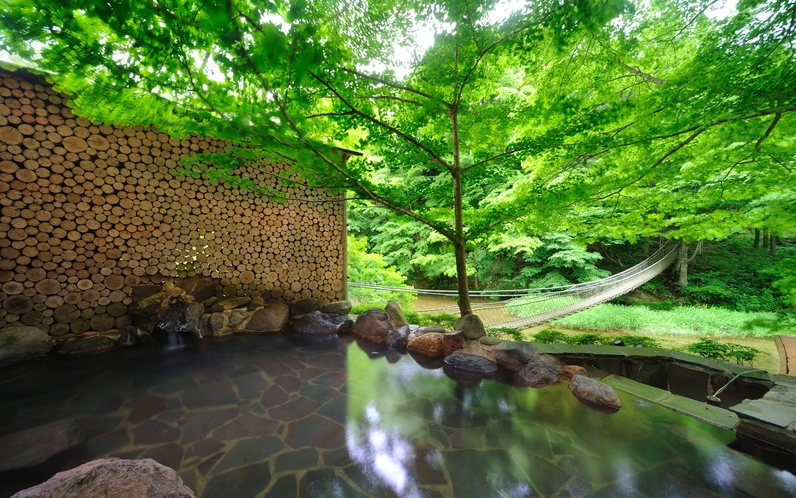 川の湯「岩露天風呂」 ※豊沢川と木々に囲まれて、森林浴をしながら温泉をご満喫頂けます