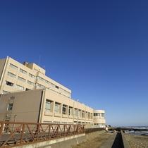 当館下海岸からの外観