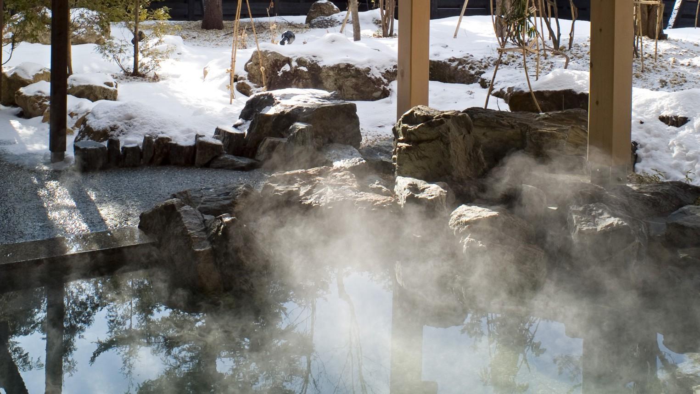 ◆冬の露天風呂/お湯の柔らかさとしっとり感から美人の湯と呼ばれる支笏湖温泉