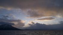 ◆冬の支笏湖/雄大な支笏湖と、樽前山や風不死岳が織りなす絶景です。