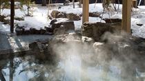 """◆冬の露天風呂/お湯の柔らかさとしっとり感から""""美人の湯""""と呼ばれる支笏湖温泉"""