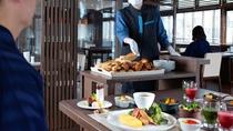 ◆朝食ビュッフェ一例/クロワッサンなどの焼きたてパンをワゴンサービス!