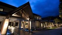 ◆水の謌 外観(春~秋)/札幌から約1時間で、自然豊かな支笏湖温泉に到着。
