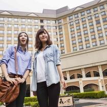 まずはホテルの前で写真をパシャリ♪
