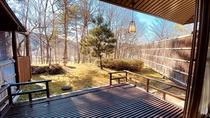 当館の離れ「嘉苑」・・・専用の庭園を眺め