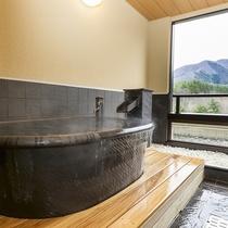 [瑠璃]:陶器風呂