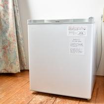 *【部屋】空の冷蔵庫が備え付けられておりますので、自由にご利用下さいませ。