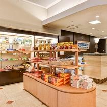 *【施設】フロント横に売店もございます。宮崎銘菓など品揃えも豊富です。