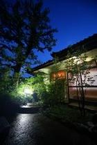 平24夏撮影数寄屋造りの別館水月夜景
