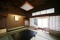 数寄屋造りの別館水月・神代杉の格天井