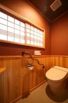 数寄屋造りの別館水月トイレ 最新設備にも床に畳を使い和をイメージ