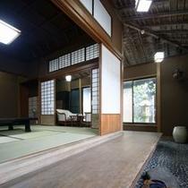 数寄屋造りの別館水月一枚板回廊