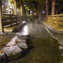 【周辺施設】宇奈月温泉街・足湯「おもかげ」