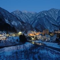 あかりが灯る冬の宇奈月温泉街