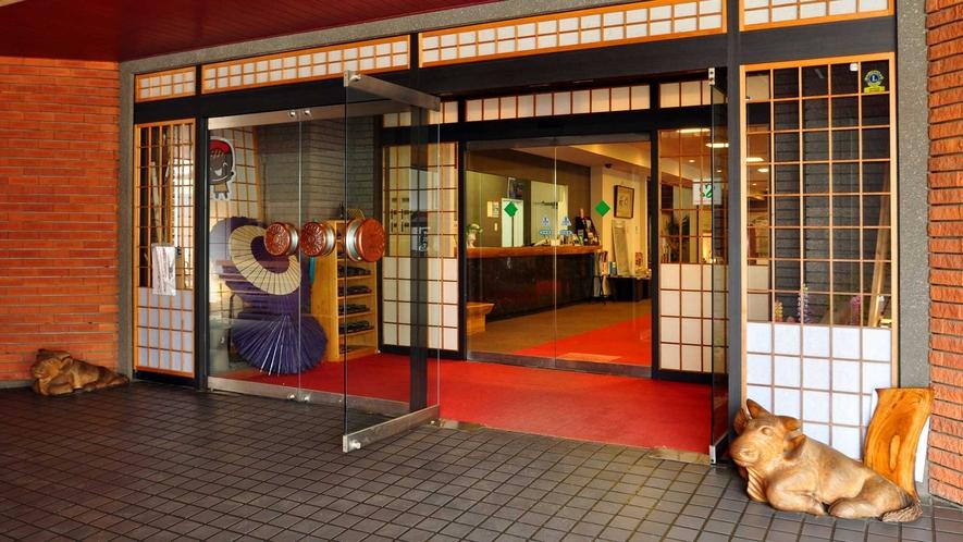 【入口】いらっしゃいませ。ようこそホテル龍泉洞愛山へ。