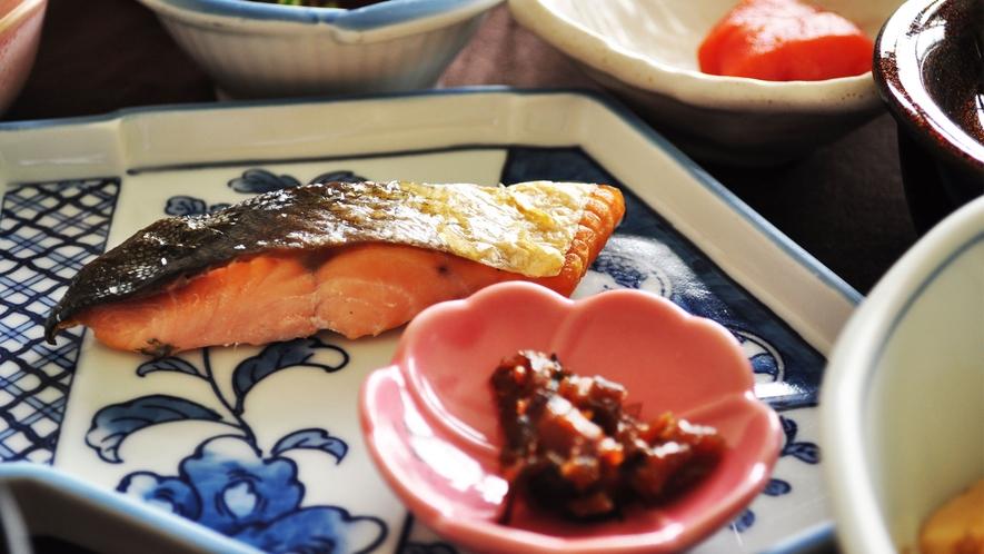【朝食】白いご飯に合うおかずがうれしい。