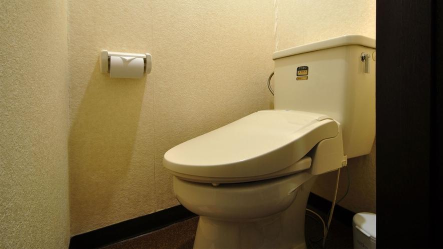 【和室6畳】個室のトイレがございます。