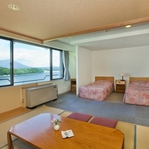 【本館 和洋室】(和室7.5畳+ツイン)客室例 「和」と「洋」のスタイルの調和  ※2010年10月