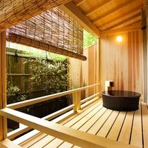 【露天風呂付客室】露天風呂の一例 ※露天(檜&陶器)タイプのご指定は出来ません。
