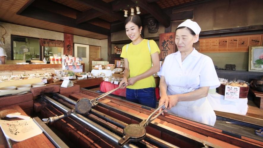 【周辺観光】盛岡手づくり村で南部煎餅の手焼き体験!