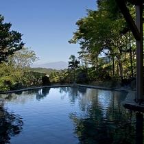 露天風呂からの岩手山(夏)