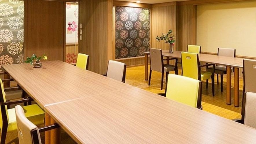 【うららダイニング】お食事はうらら専用個室にて、周りを気にせずゆっくりと。