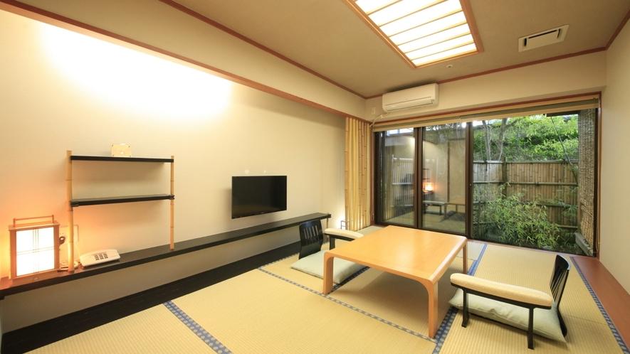 【露天風呂付客室】竹庵・和室/坪庭を備える落ち着いた雰囲気のお部屋です。