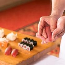 握りたてのお寿司をご賞味ください。