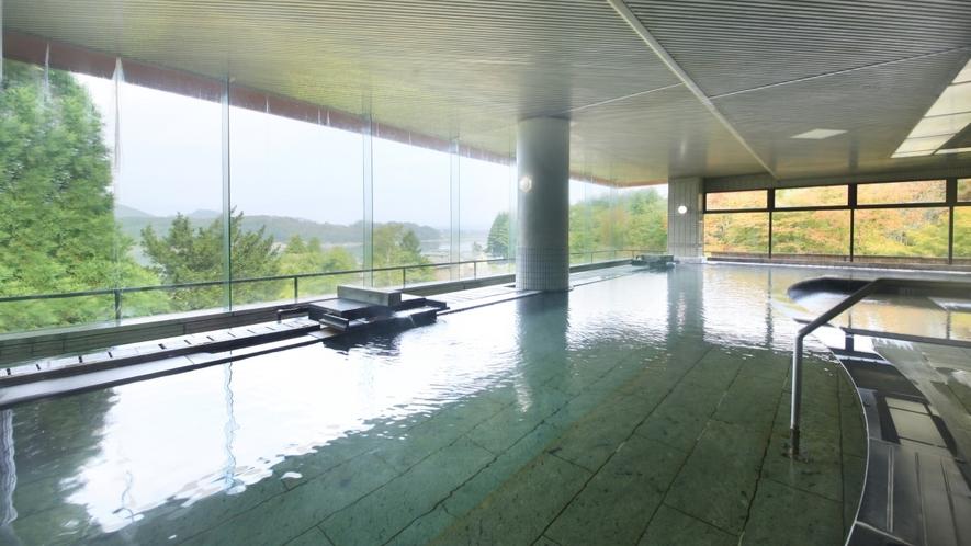 【大浴場 大観の湯】約25メートルの広々開放的な大浴場。もちろん源泉100%かけ流し!