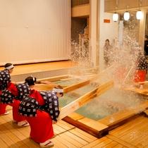 【湯もみショー】会場は人気観光スポット湯畑前「熱乃湯」。