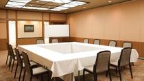 【会議室】会議・セミナー・研修にと多目的にご利用いただける会議室。