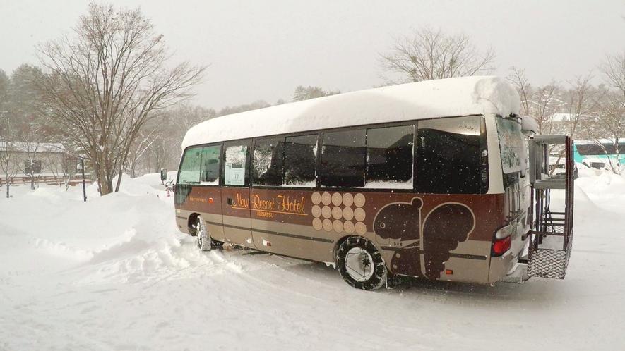草津温泉スキー場へは無料シャトルバスで約1分