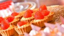 【和洋中ビュッフェディナー】季節のデザートなど種類も豊富にご用意。