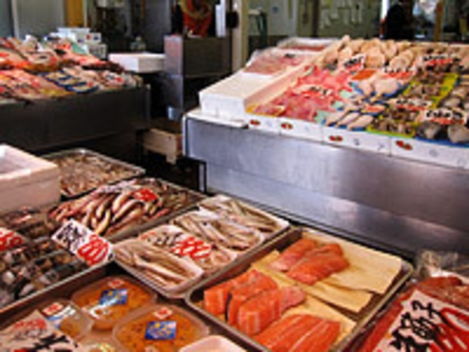 海の駅「ぷらっと港市場」の新鮮な海産物