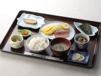 日替わり朝食(例3)500円で提供しています。