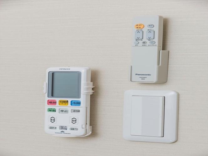 LEDシーリングシーリングライトとエアコンのリモコン