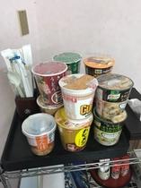 カップラーメンなどの軽食もご用意(200円~)