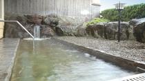 男性側石露天風呂