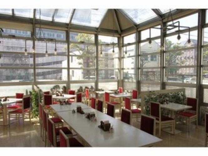 ■レストラン:明るい空間で爽やかな朝を!