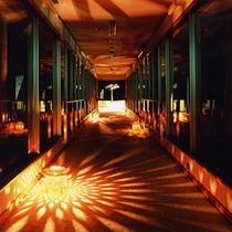 宵の館内を演出する竹篭