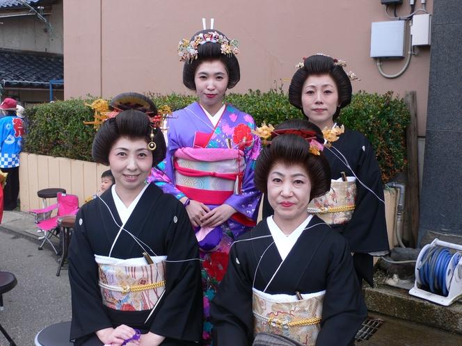 由良祭典の乙女たち