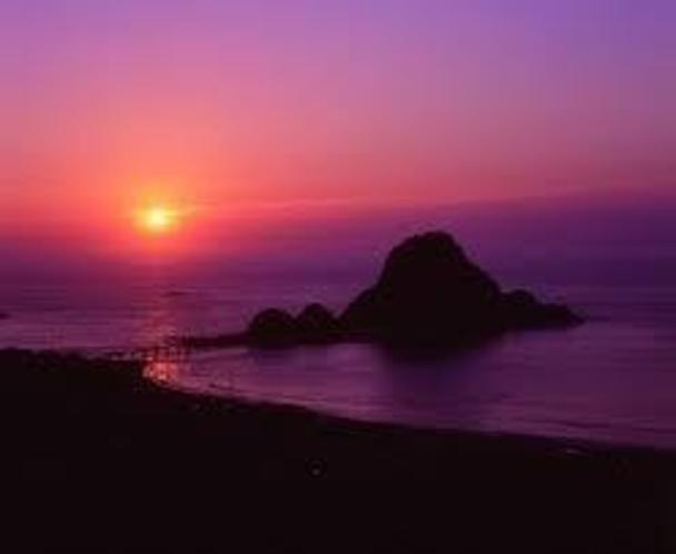 白山島と夕陽