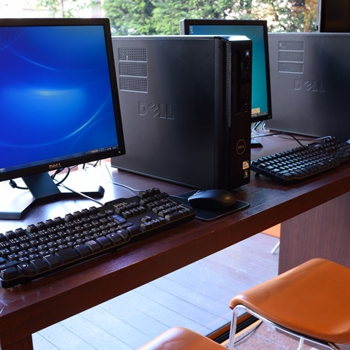 無料のロビーパソコン