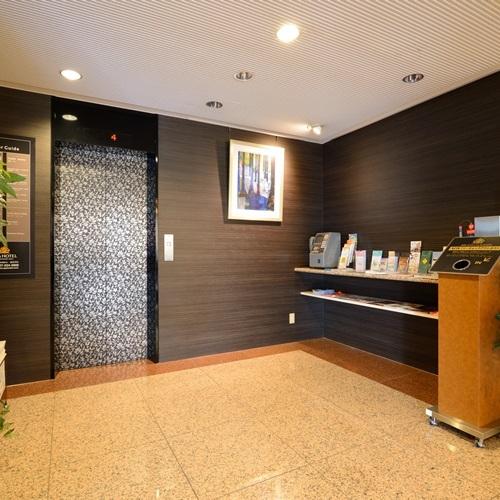 1F エレベーターホール