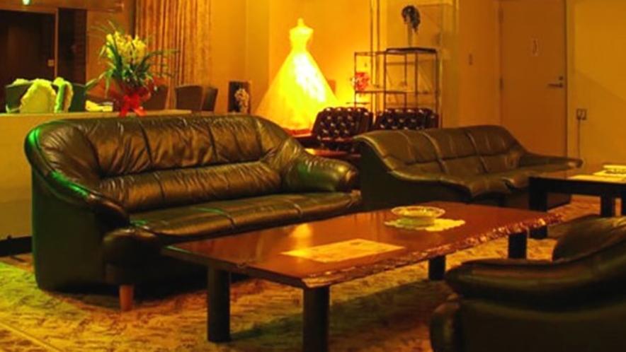 *館内ロビーの風景。打合せや待合せにご利用ください。無料Wi-Fi完備。